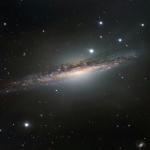 Una Scintillante Galassia di Taglio