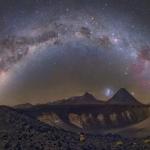 La Via Lattea sopra i Vulcani Cileni