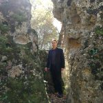 Un archeoastronomo si aggira tra gli allineamenti megalitici di Poggio Rota