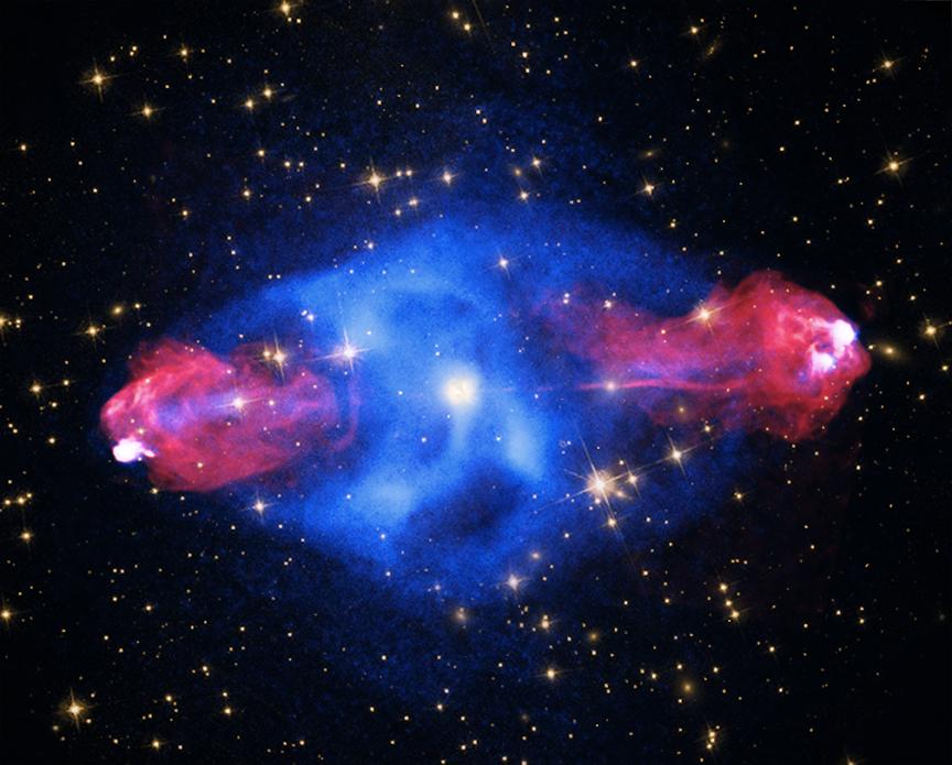 Sovrapposizione delle immagini di Cygnus A riprese in cinque bande differenti, dal radio ai raggi X.