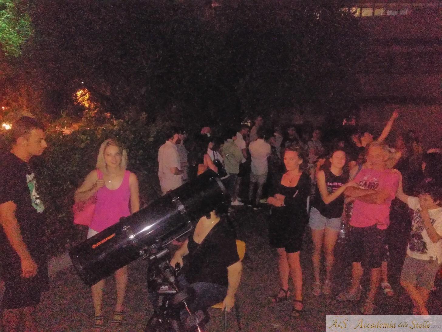 Un telescopio era disposto strategicamente per puntare Giove per tutta la durata dell'evento.