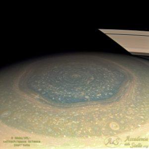 Saturno-esagono-IR+colori reali