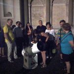 La Scuola di Archeoastronomia 2018 prevedeva anche una serata sotto le stelle per illustrare il cielo e il suo significato.  Non sono mancate anche le osservazioni al telescopio (Luna, Giove, Saturno). Qui è inquadrato il 25 cm di Marco A. Cremoncini.
