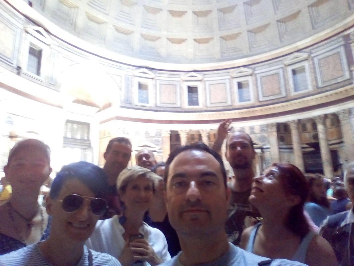 Durante la visita ai più rappresentativi monumenti di interesse archeoastronomico di Roma non poteva mancare una approfondita tappa al Pantheon!