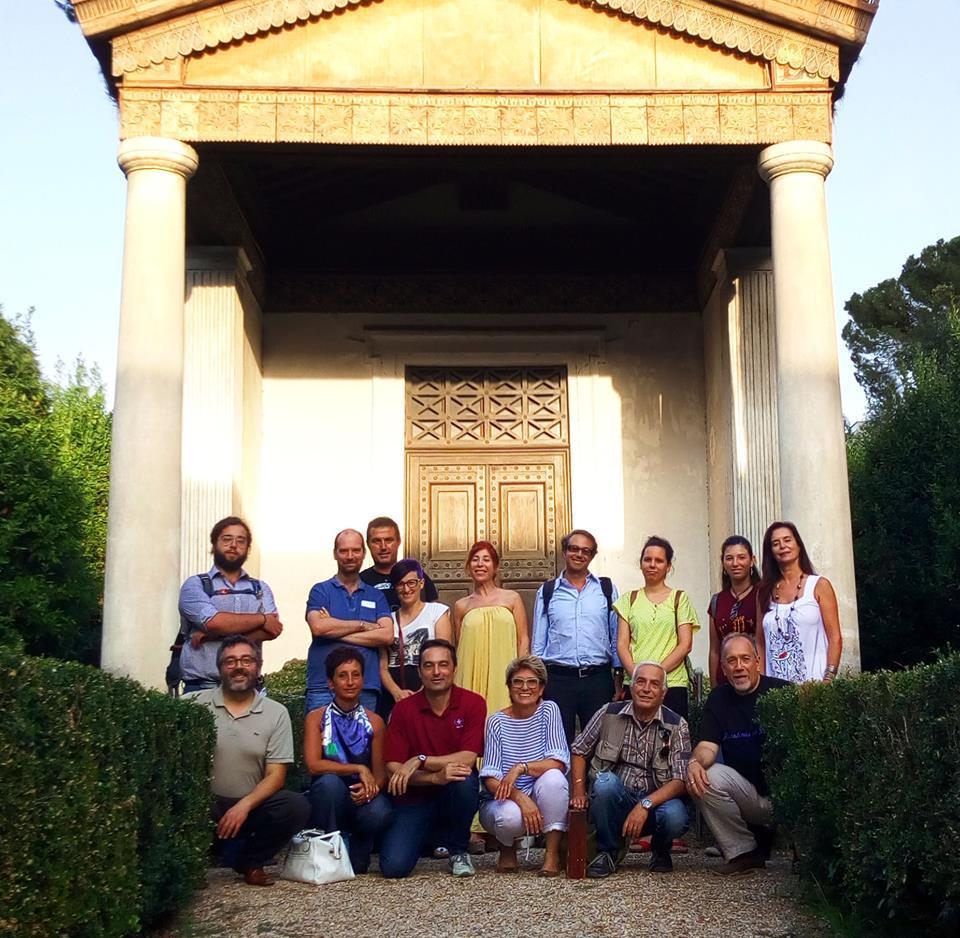 Una foto di gruppo prima della visita della Sala dello Zodiaco nel Museo Nazionale Etrusco di Villa Giulia!
